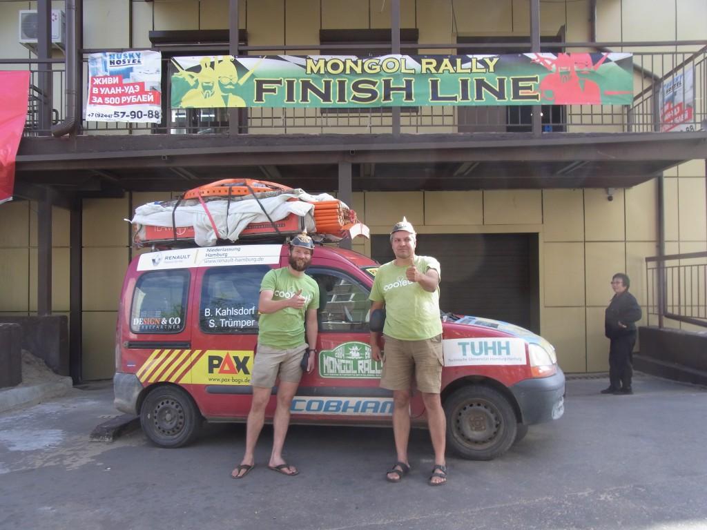 Team Fritz an der Ziellinie der Mongol Rally